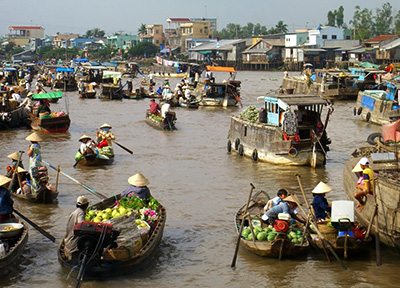 Cai Be floating market Vietnam
