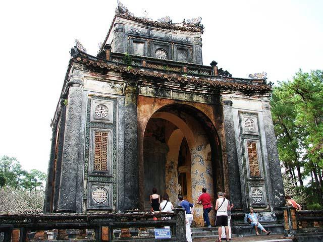 Tu-Duc-Tomb-in-Hue-1