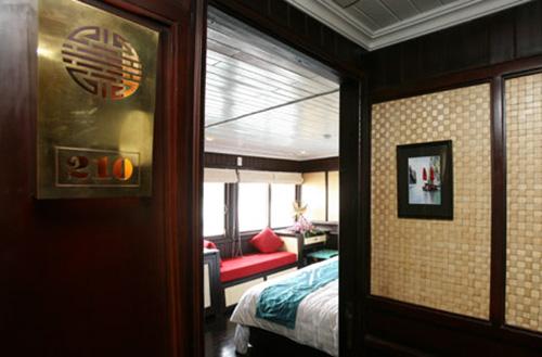Bhaya Classic Cruise-Corridor