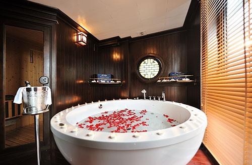 Paradise Luxury Cruise-Bathroom