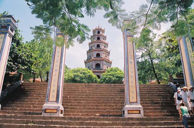 Kết quả hình ảnh cho thien mu pagoda